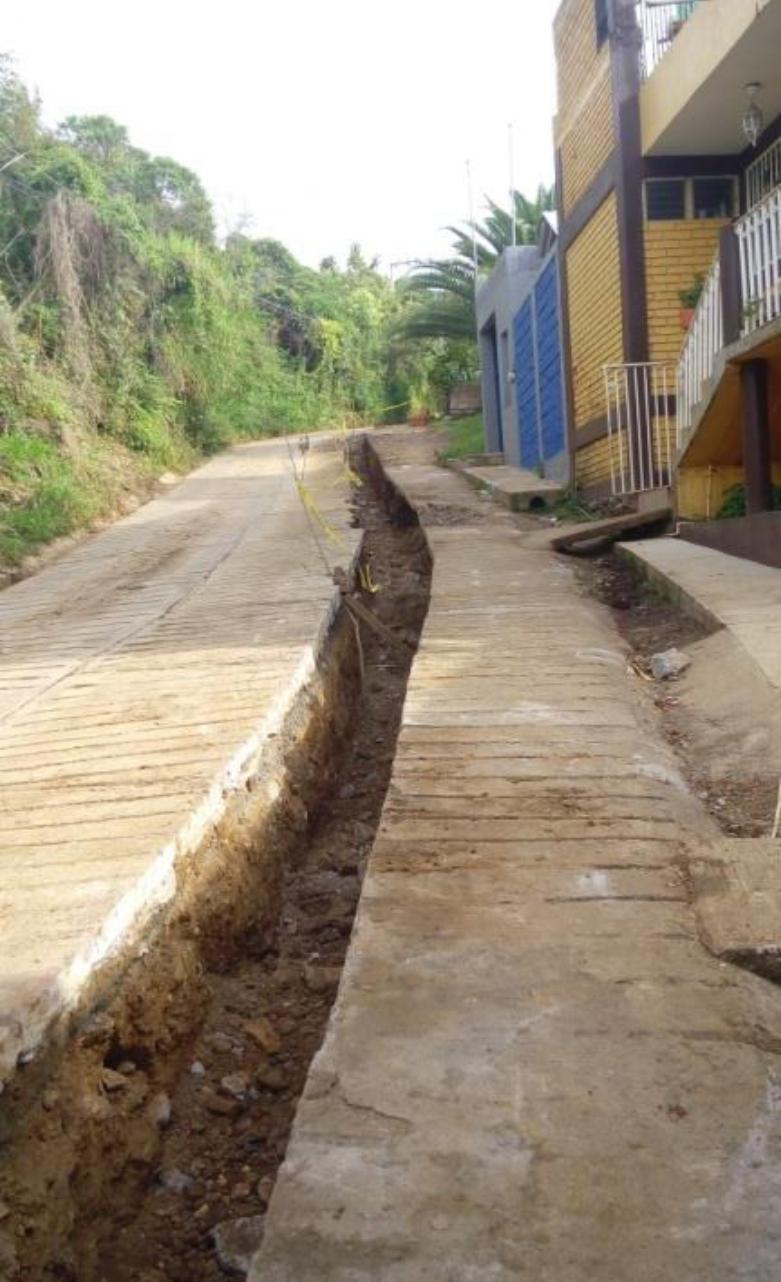 """""""GOBIERNO MUNICIPAL CONSTRUYE DRENAJE EN CAMINO A SANTA PAULA"""""""