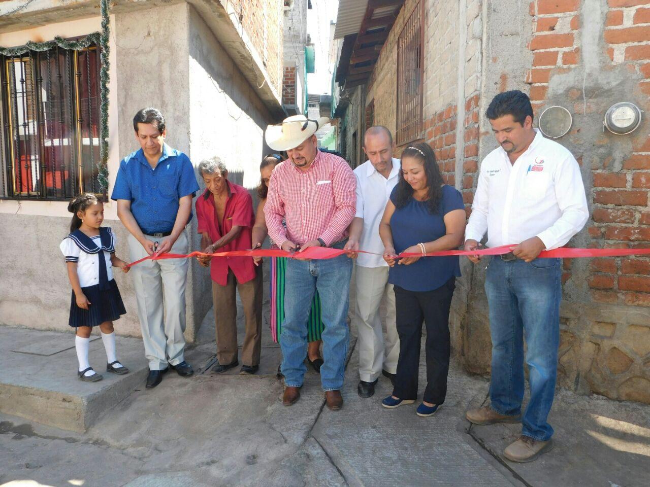 Mauricio Acosta Entrega Obras de Drenaje en Pedernales