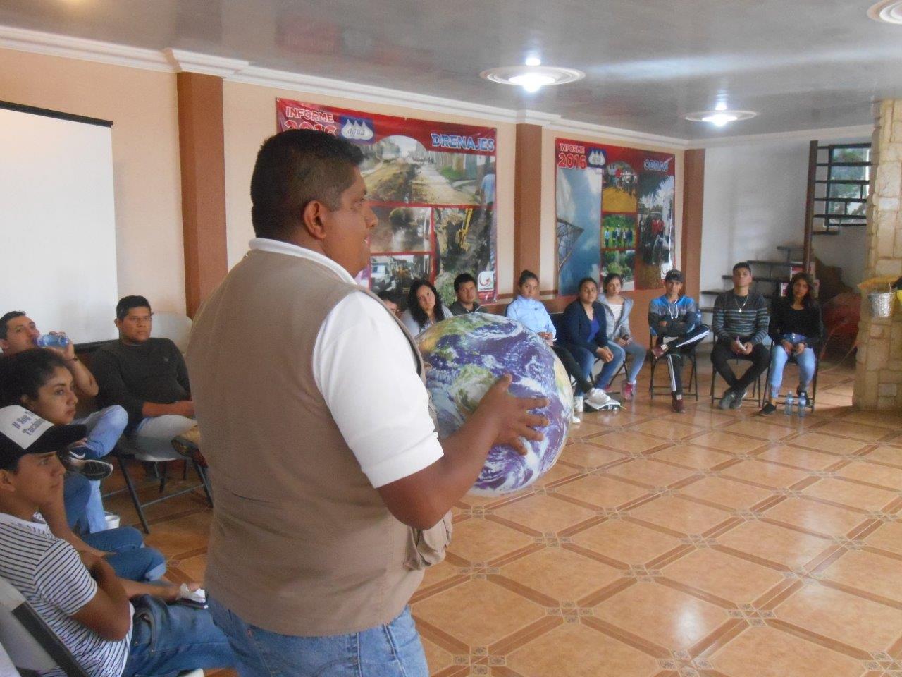 ESTUDIANTES RECIBEN TALLERES DEL CUIDADO DEL AGUA