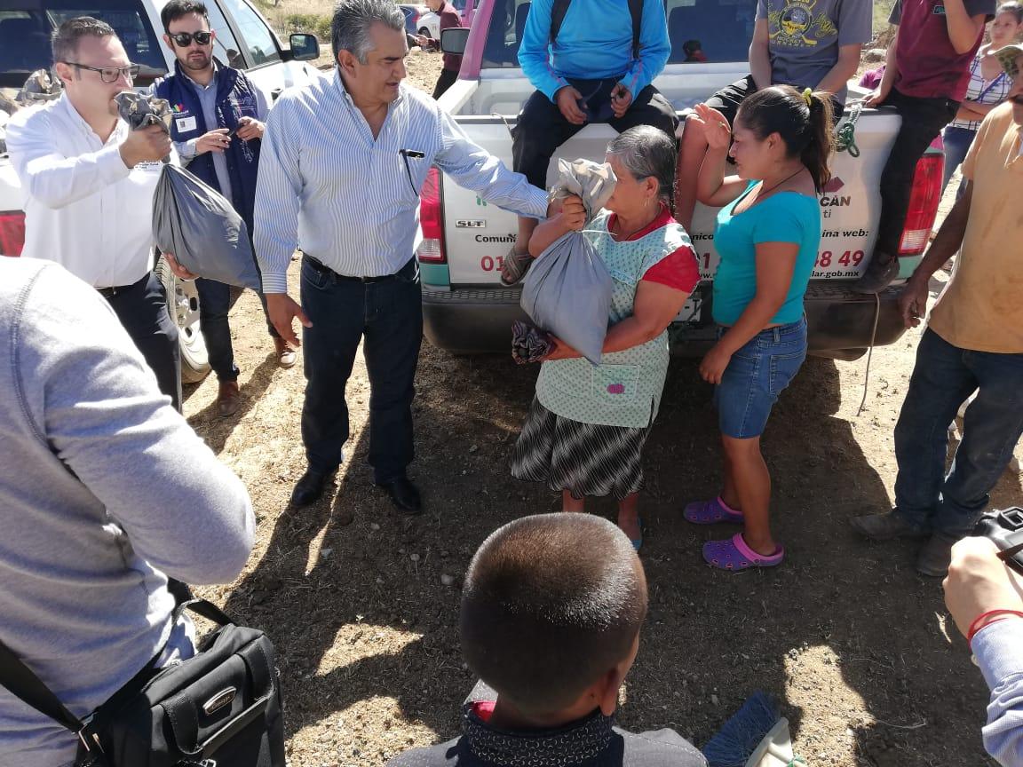 PRESIDENTE CHAVA BARRERA, ENTREGA APOYOS DE PRIMERA NECESIDAD EN LA PAROTITA.