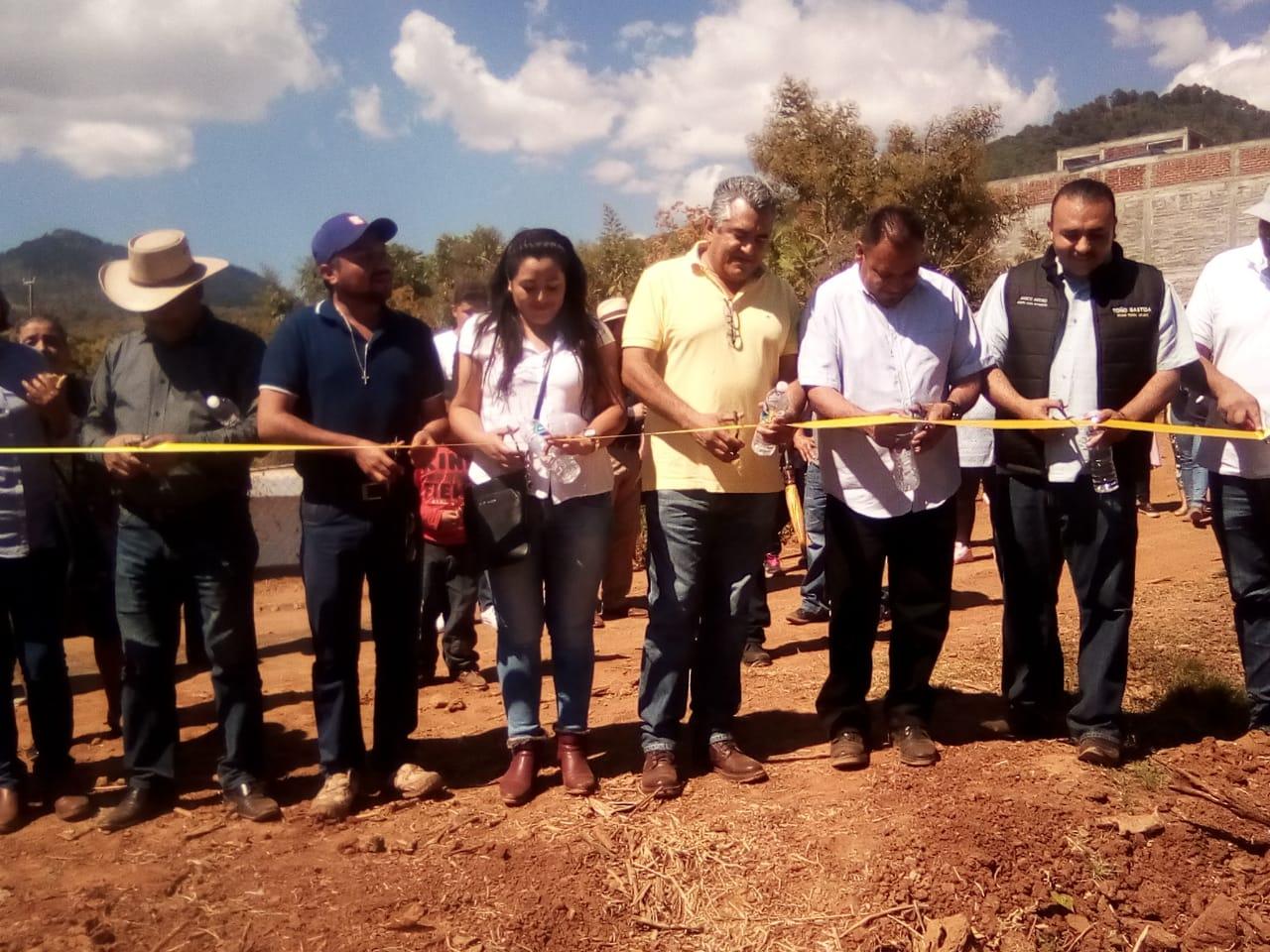 SALVADOR BARRERA MEDRANO INAUGURA DRENAJE EN TECARIO; SE BENEFICIAN MÁS DE 50 FAMILIAS