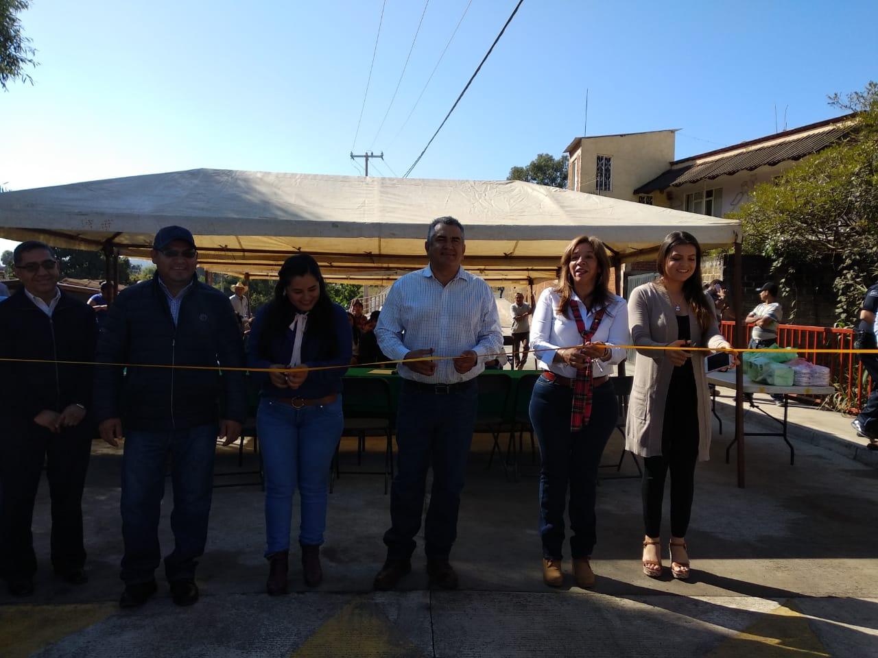 CHAVA BARRERA MEDRANO INAUGURA PUENTE EN CARICHO.