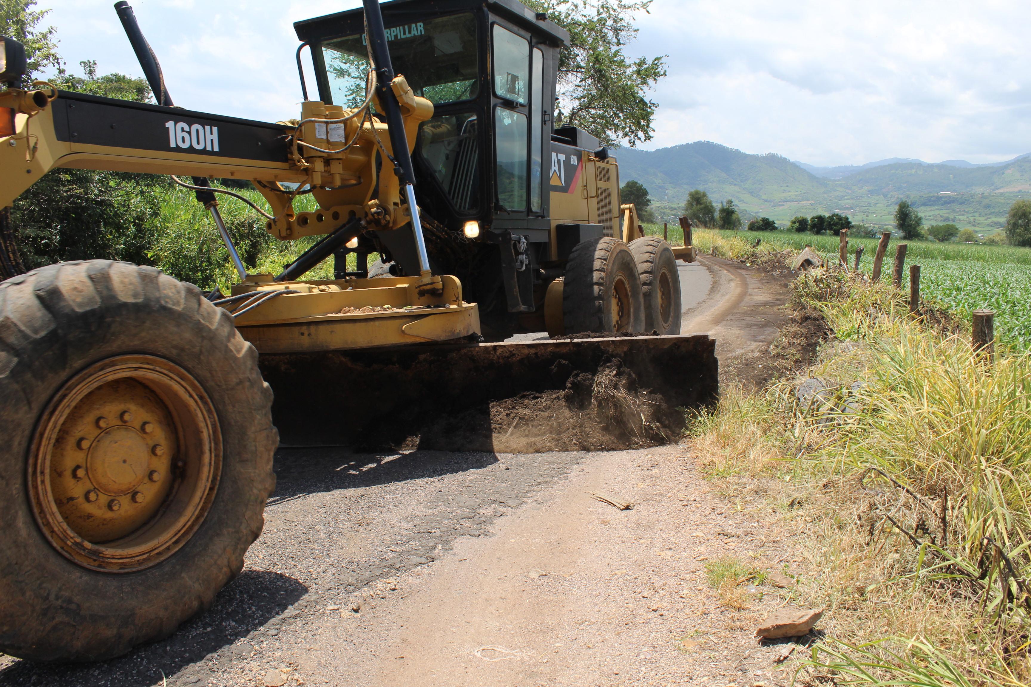 Tras gestión de Chava Barrera, inician trabajos de rehabilitación de la carretera Chupio – Ojo de Agua.