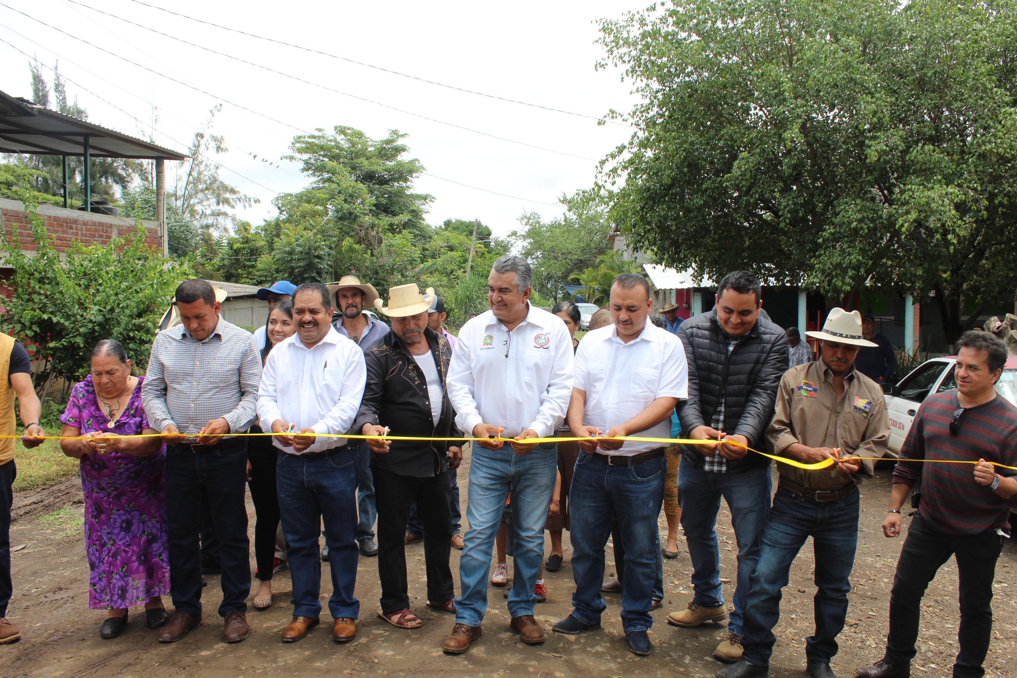 """""""Salvador Barrera es el Presidente más cercano a la gente que hemos tenido"""", admiten habitantes de Ojo de Agua."""