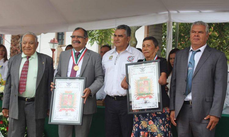 Con Presea Gral. Nicolás de Régules Cano, Cabildo reconoce trayectoria de Juana Cervantes Maldonado e Ignacio López Valdovinos