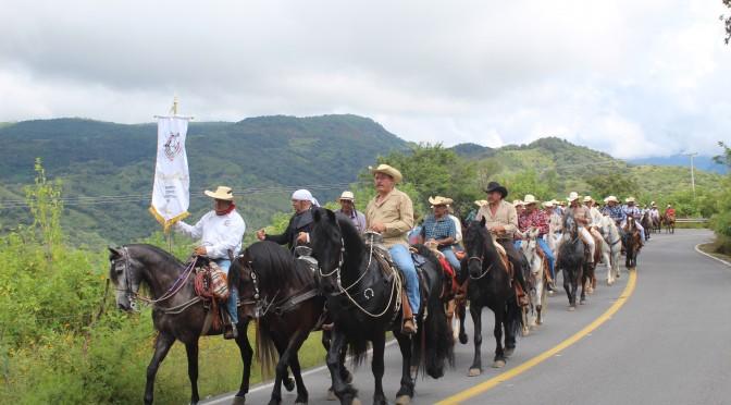 Con éxito Cabalgata Morelos transita por el Municipio de Tacámbaro.