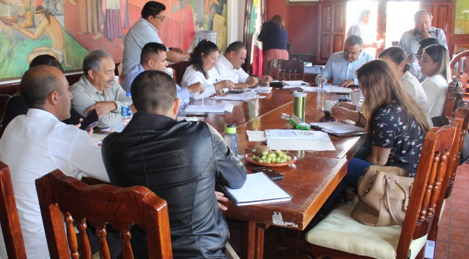 Chava Barrera y algunos regidores donan dos quincenas de su salario para contribuir a pagar deuda.