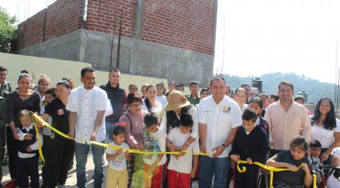 Gobierno Municipal de Salvador Barrera construye cerco perimetral en CAM Tacámbaro, ahora es más seguro