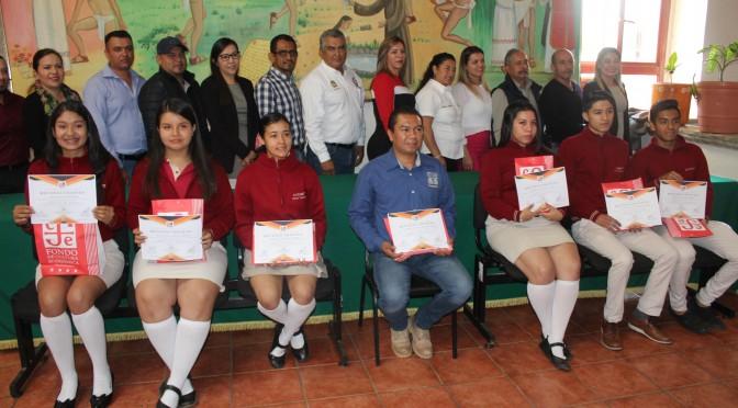 Cabildo reconoce talento de jóvenes del Colegio de Bachilleres plantel Tacámbaro.