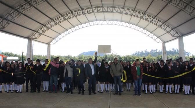 En la Administración de Chava Barrera es palpable el apoyo a la educación; ahora inaugura techumbre en el CEMSaD 20 de Serrano.