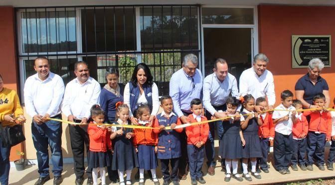 IIFEEM inaugura obras en instituciones educativas de Tacámbaro; gestiones  de Chava Barrera.