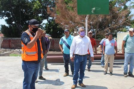 """<h2><span style=""""color: #ffcc00;"""">Chava Barrera supervisa obras en proceso de la tenencia de Pedernales.  </span></h2>"""