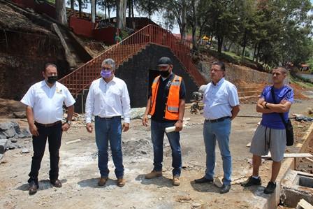 """<h2><span style=""""color: #ffcc00;""""> Ayuntamiento realiza obra de mejoramiento en la Unidad Deportiva La Carolina. </span></h2>"""