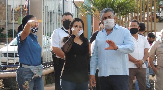 """<h2><span style=""""color: #ffcc00;""""> Ayuntamiento y COMAPA inician campaña de limpieza de cunetas y alcantarillas de Tacámbaro para evitar inundaciones. </span></h2>"""