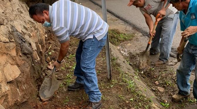 """<h2><span style=""""color: #ffcc00;"""">Dependencias del Ayuntamiento, comprometidas con limpieza de cunetas y alcantarillas.  </span></h2>"""