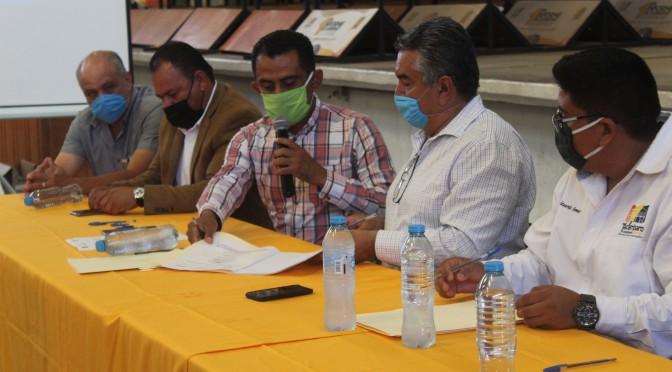 """<h2><span style=""""color: #ffcc00;""""> Ayuntamiento y Empresa International Online Training S.C. firman convenio en beneficio de los micro y pequeños empresarios  de Tacámbaro. </span></h2>"""