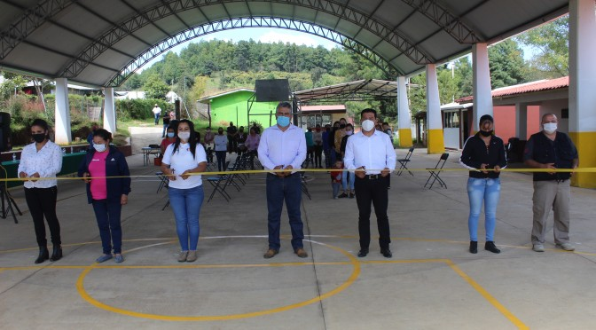 """<h2><span style=""""color: #ffcc00;""""> Ayuntamiento continúa reforzando la infraestructura educativa, ahora Chava Barrera entrega techumbre en primaria de Quiterio.</span></h2>"""