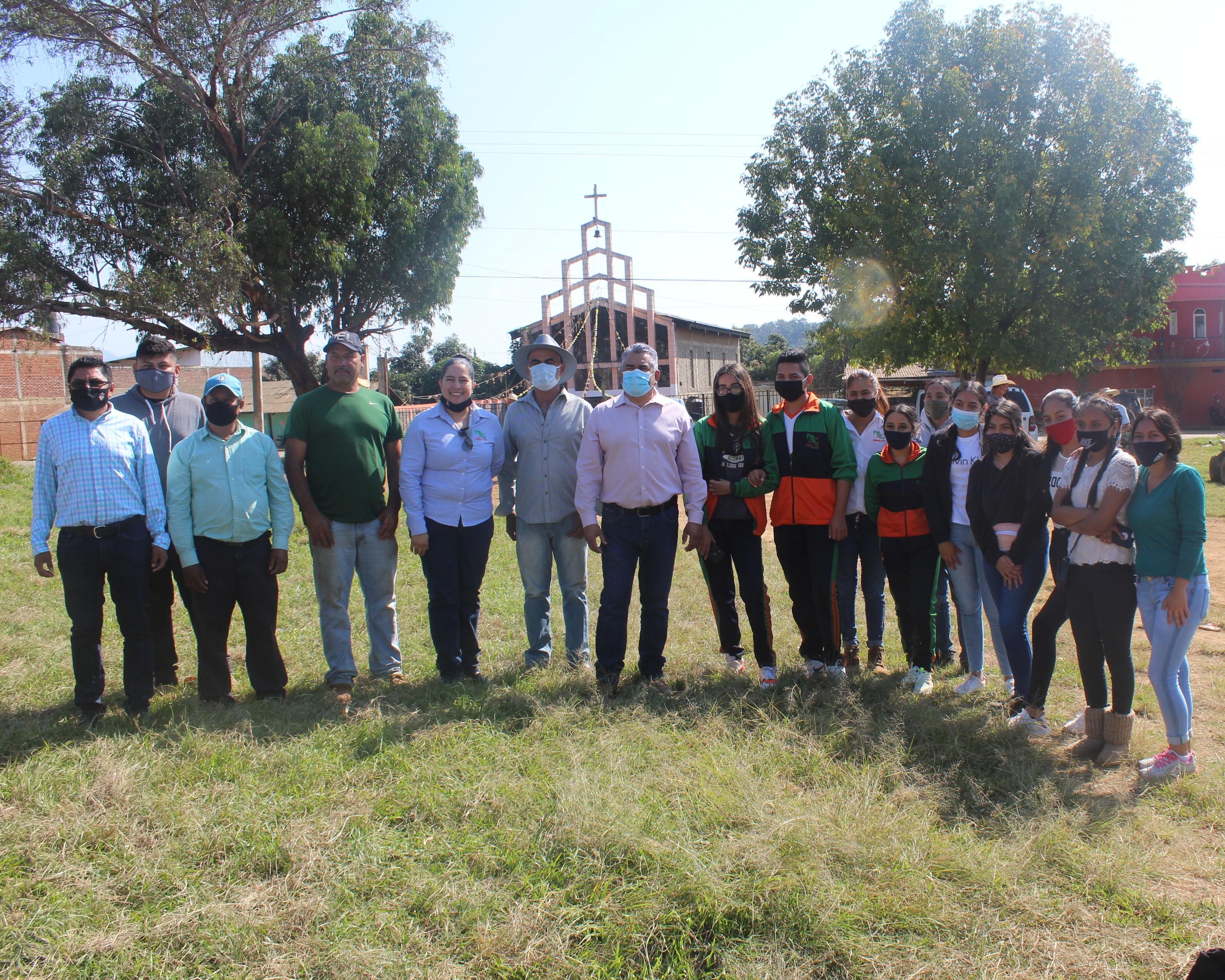 """<h2><span style=""""color: #ffcc00;"""">Chava Barrera dialoga con habitantes de San Rafael Tecario; definen obras a ejecutar en 2021.</span></h2>"""