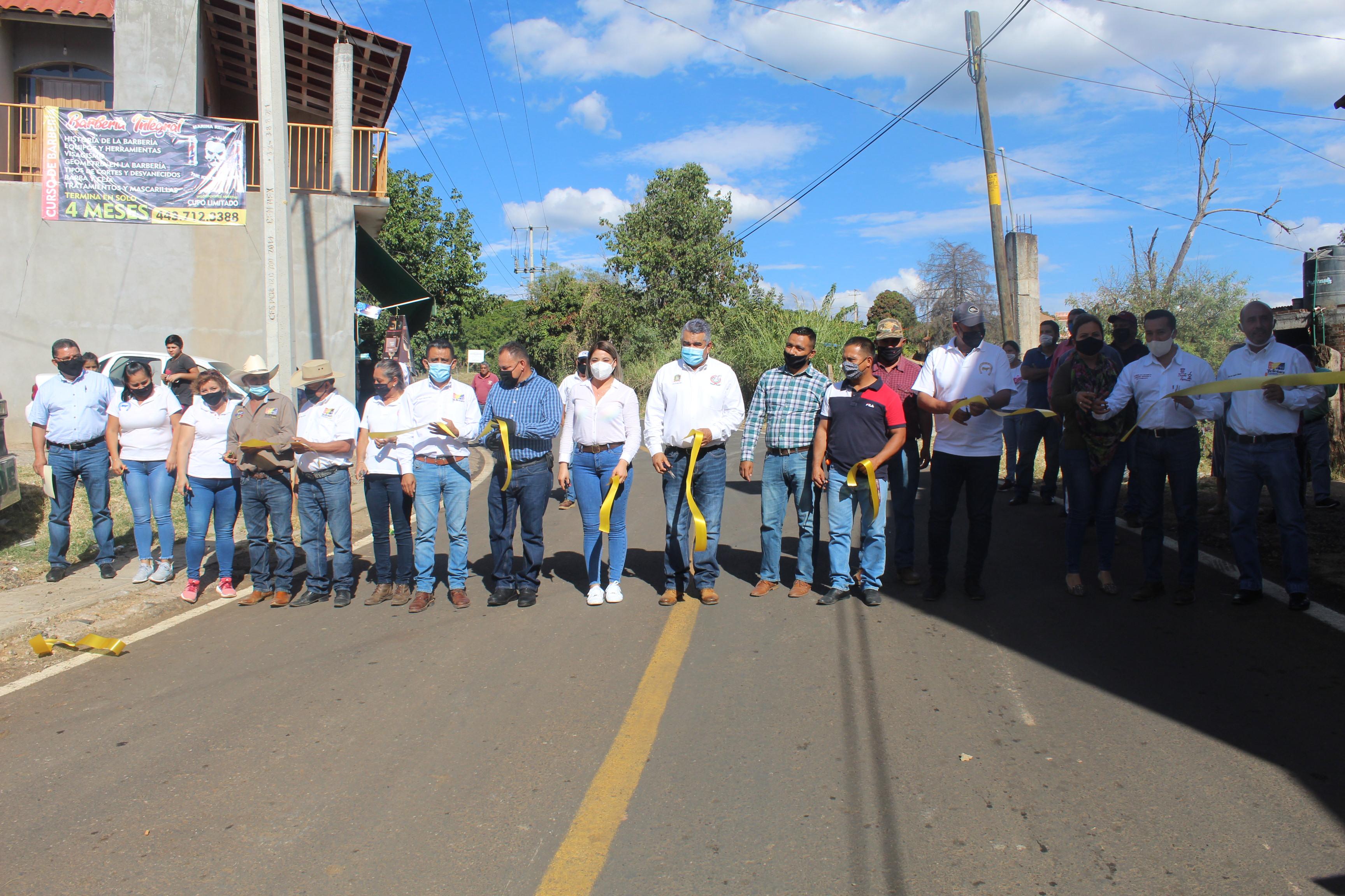 """<h2><span style=""""color: #ffcc00;"""">Chava Barrera inaugura rehabilitación de calle de acceso a la Asociación Ganadera.</span></h2>"""