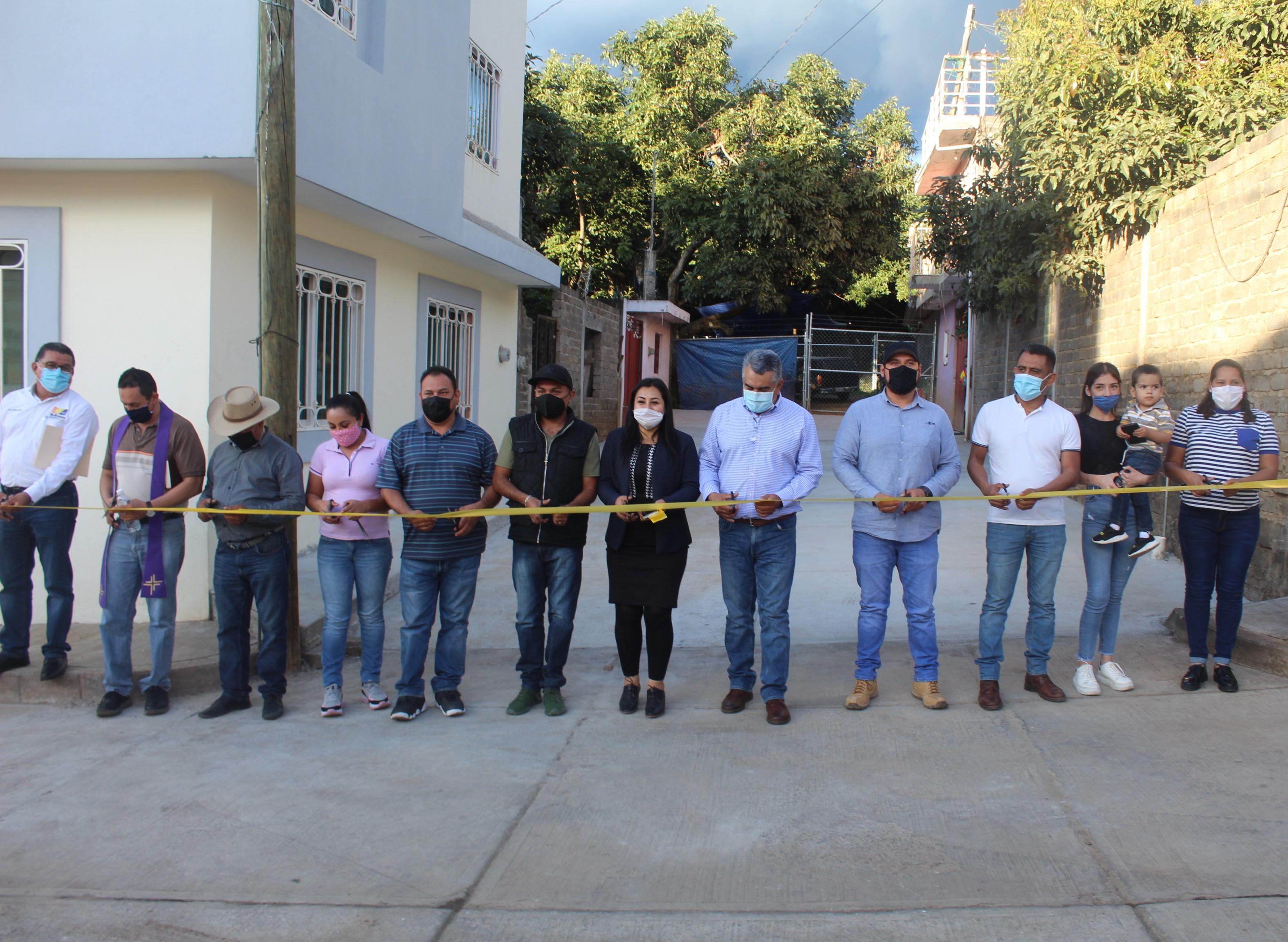 """<h2><span style=""""color: #ffcc00;""""> Suma de esfuerzos entre Ayuntamiento y sociedad permite la entrega de obras en Tecario.</span></h2>"""