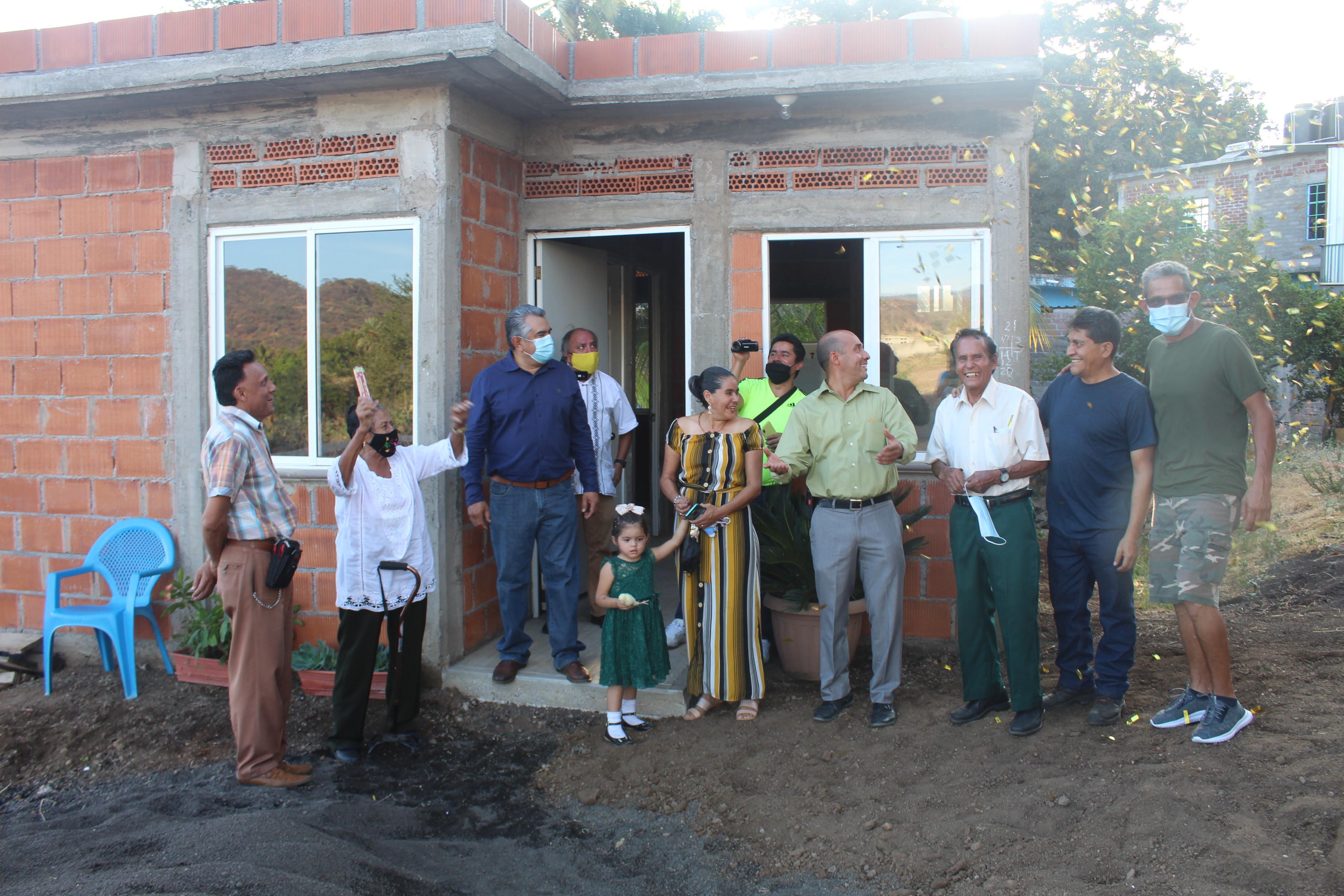 """<h2><span style=""""color: #ffcc00;""""> Después de 11 de años de rentar, Patricia Pérez Arreola de Pedernales, tiene vivienda propia.</span></h2>"""
