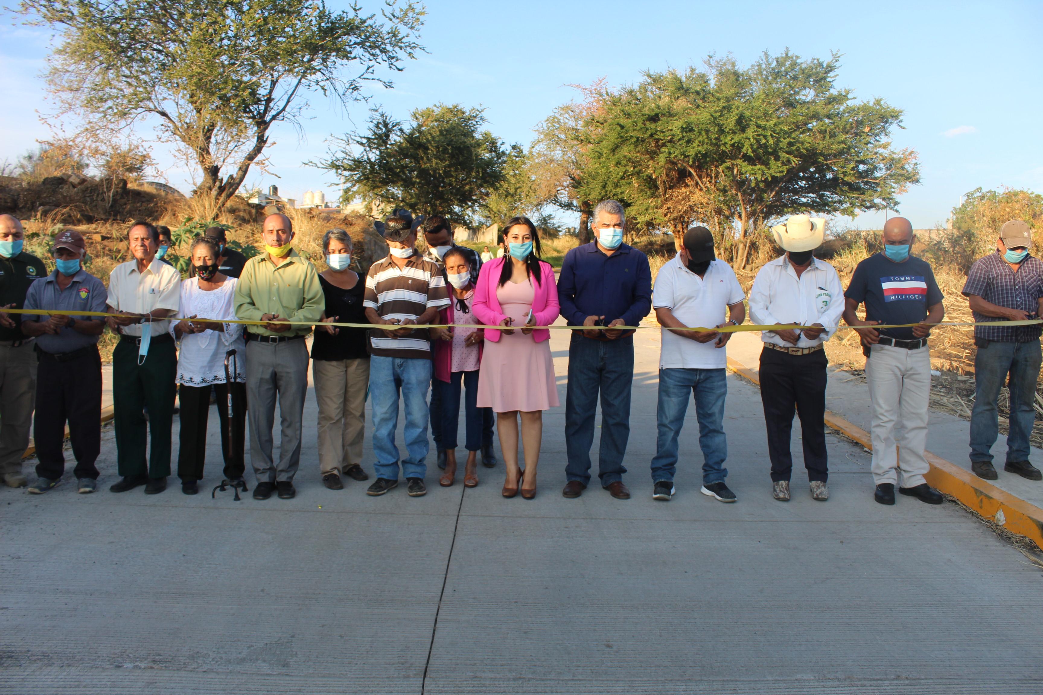 """<h2><span style=""""color: #ffcc00;""""> Chava Barrera inaugura pavimentación de calle Vicente Guerrero en Pedernales</span></h2>"""